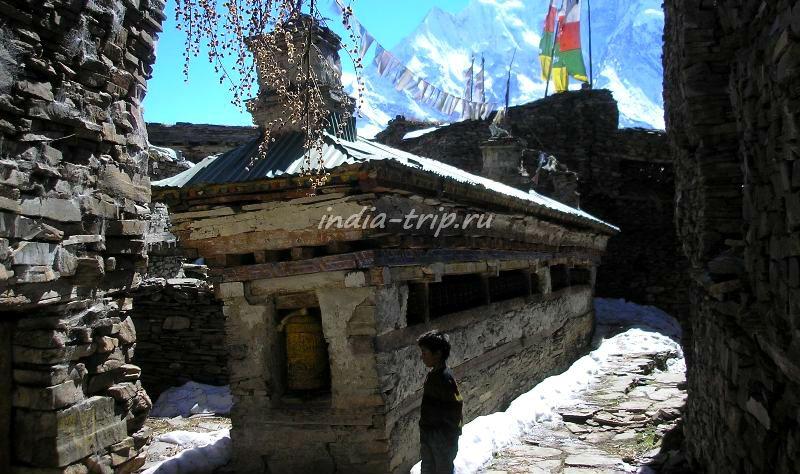 Стена мани в Гьяру, Непал