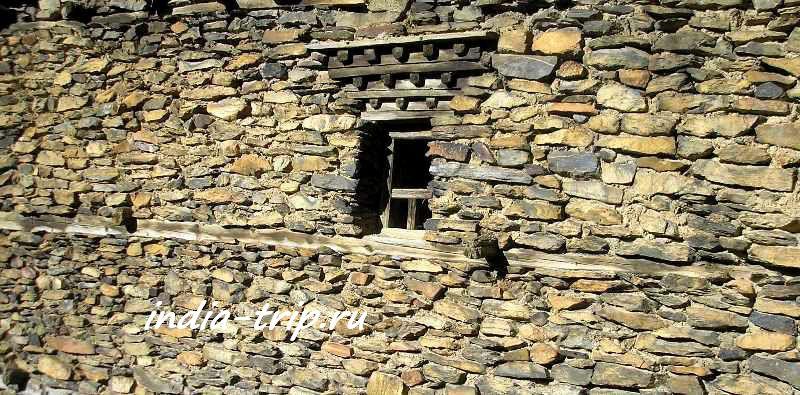 Навал, каменная стена