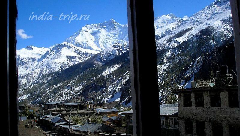 Мананг, окно отеля