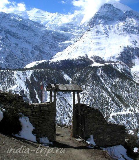 Ворота и горы
