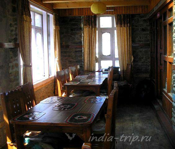 Столовка отеля в Мананге