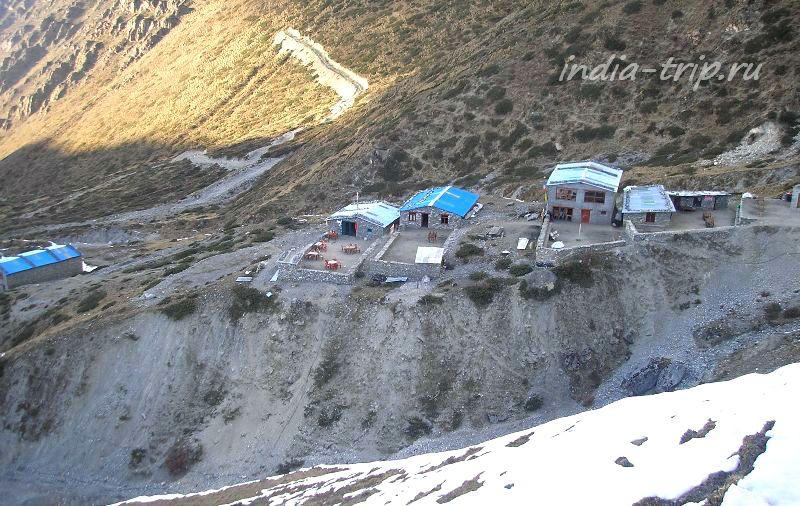 Домики под перевалом Торонг Ла