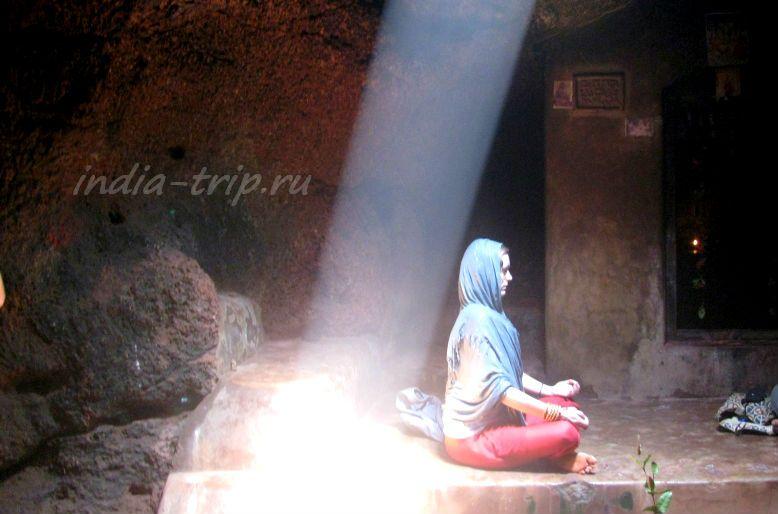 Девушка в медитации