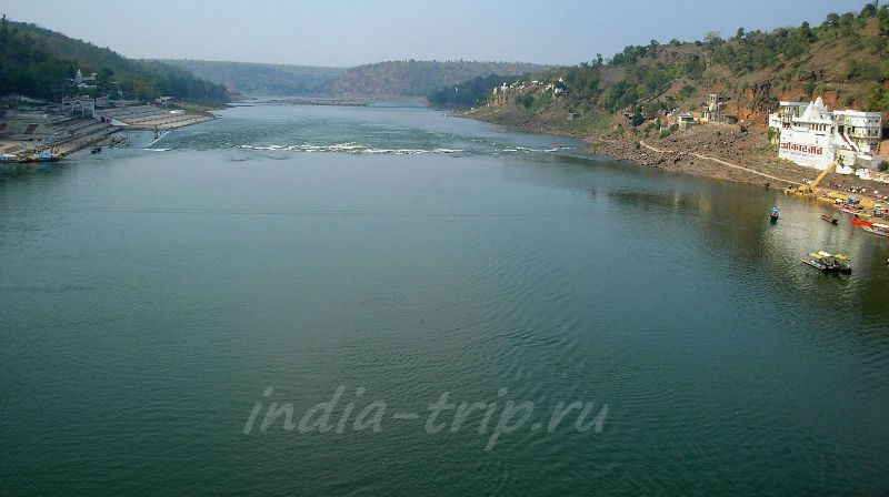 Вид с моста на реку Нармаду