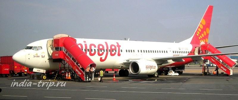 Самолет Спайсджет в Дели