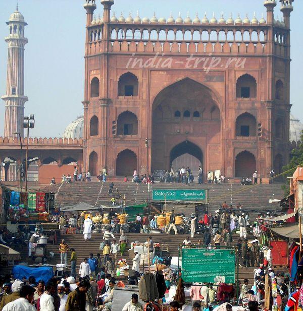 Рыночек перед входом в мечеть