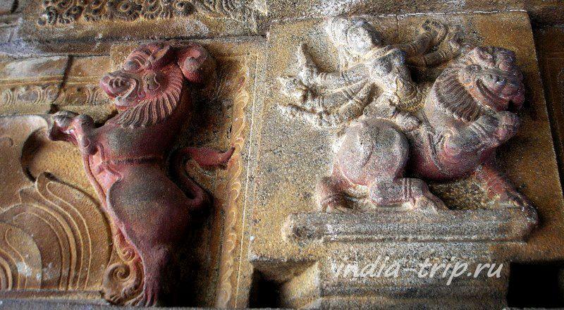 Резьба на стене храма