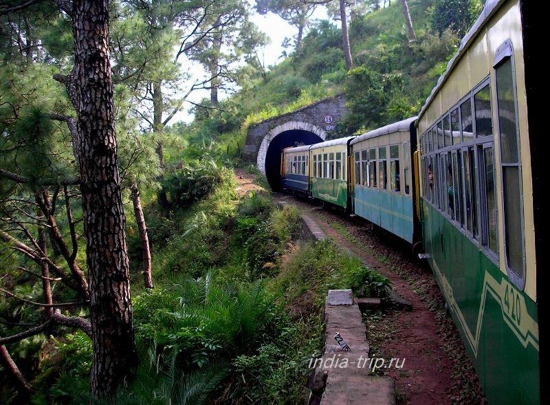 Поезд заходит в тоннель