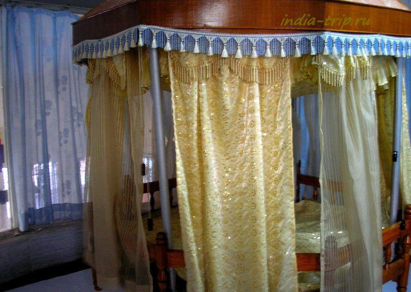 Спальная комната для священной Книги