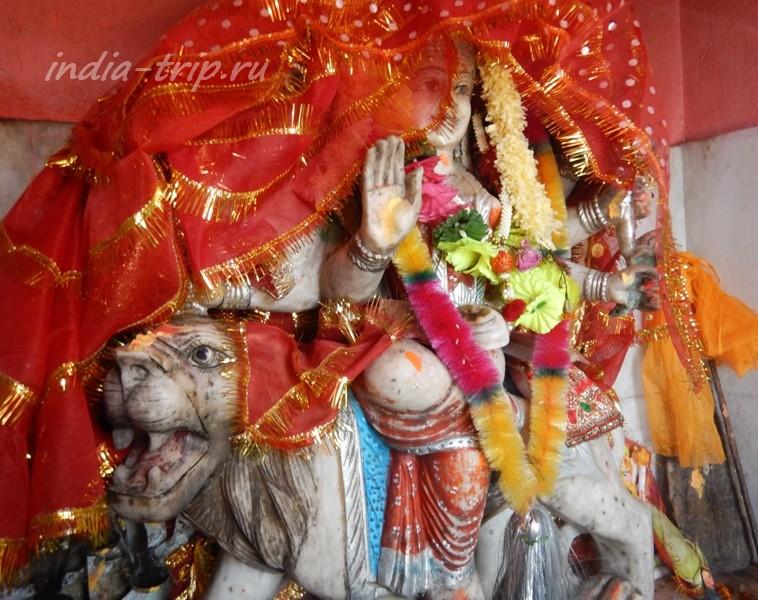 Богиня Дурга на льве
