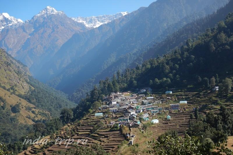 Горы и селение