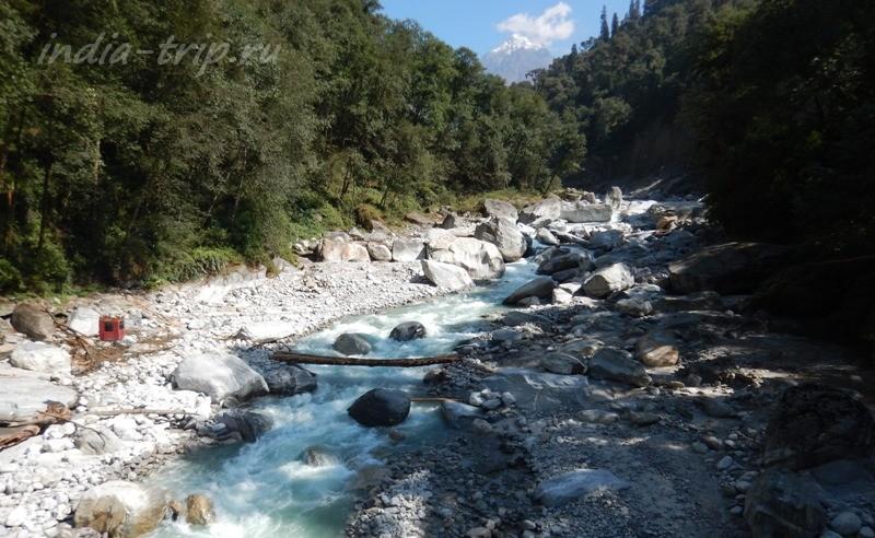 Река и вид на горы