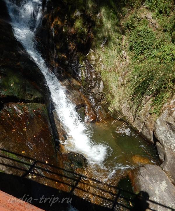 Водопад с мостиком
