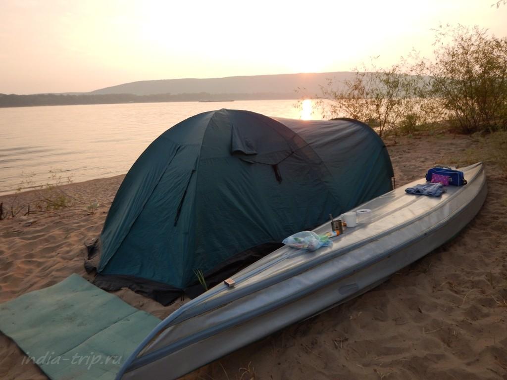 Палатка и байдарка